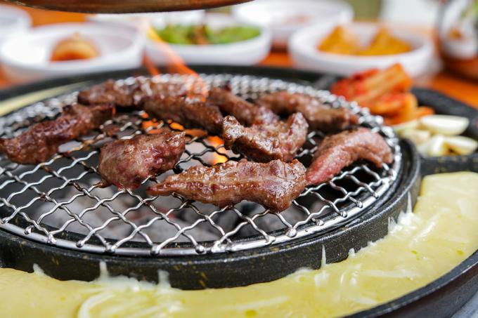 quan-thit-nuong-sieu-hot-nho-song-joong-ki-song-hye-kyo-15