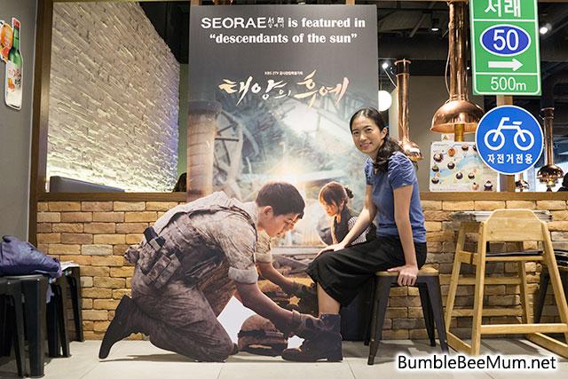 quan-thit-nuong-sieu-hot-nho-song-joong-ki-song-hye-kyo