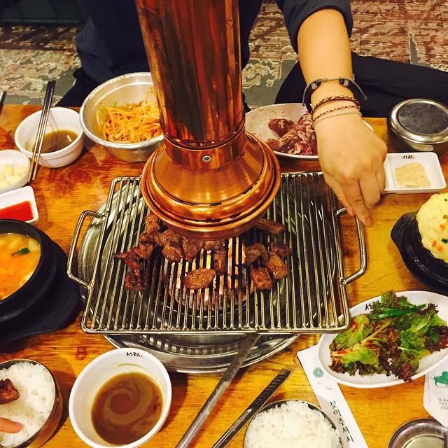 quan-thit-nuong-sieu-hot-nho-song-joong-ki-song-hye-kyo-4