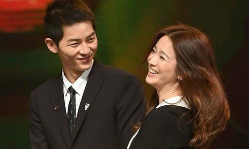 Gia đình Song Joong Ki tới Seoul gặp gỡ mẹ Song Hye Kyo