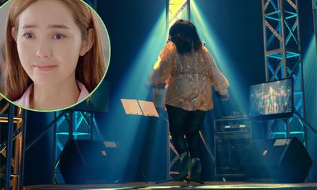 Minh Hằng nhảy sập sân khấu trong trailer 'Sắc đẹp ngàn cân'