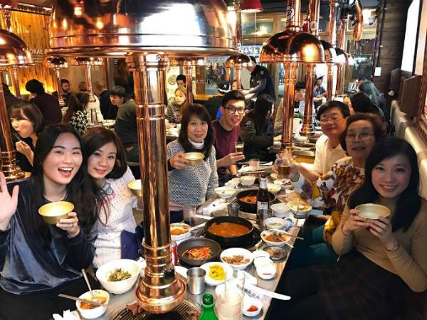 quan-thit-nuong-sieu-hot-nho-song-joong-ki-song-hye-kyo-11