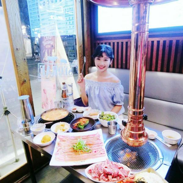 quan-thit-nuong-sieu-hot-nho-song-joong-ki-song-hye-kyo-12