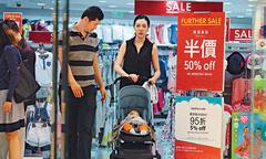 Hoa hậu Hong Kong cùng chồng đại gia đi sắm đồ giảm giá