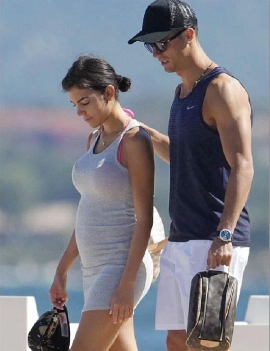 Georgina Rodriguez đang mang bầu em bé đầu lòng với