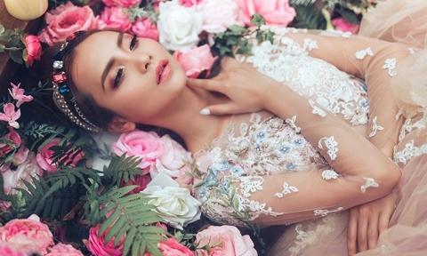 Váy cưới như trong truyện cổ tích cho cô dâu lãng mạn