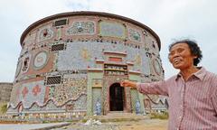 Cụ bà chi gần 1 triệu USD để xây cung điện bằng gốm sứ