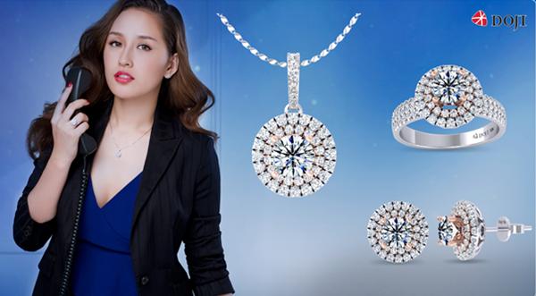 Trang sức kim cương thuộc thương hiệu Diamond House sở hữu vẻ đẹp lấp lánh bởi sử dụng những viên kim cương tự nhiên, đạt chất lượng tốt nhất. Tín đồ kim cương thỏa sức mua sắm cùng ưu đãi 15% cho trang sức kim cương gắn sẵn; 5% trang sức kim cương thượng hạng. DOJI còn giảm 15% trang sức giới trẻ, 15% nhẫn cưới và nhẫn đính hôn, 23% công chế tác trang sức vàng 24K&