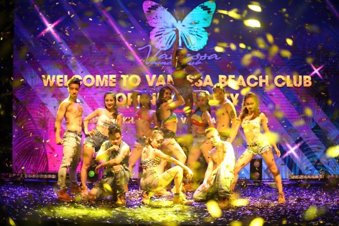 vanessa-beach-club-diem-vui-choi-thu-gian-thu-vi-tren-bai-bien-da-nang-3