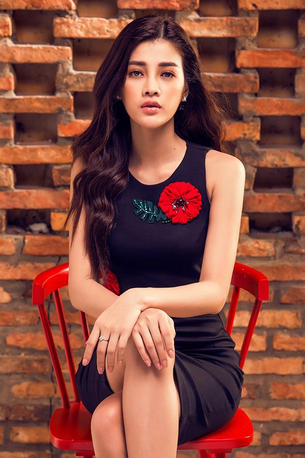 diem-nhan-nhe-nhang-cho-trang-phuc-don-sac-7