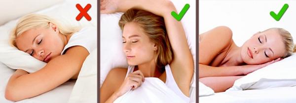 Nằm nghiêng hoặc nằm sấp khi ngủ