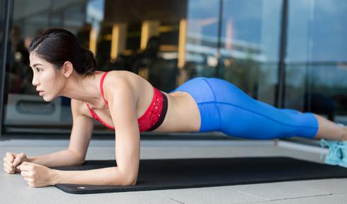 7 điều tuyệt vời xảy ra với cơ thể khi bạn tập plank đều đặn