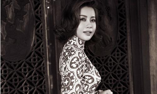 Hoa hậu Hải Dương thướt tha trong tà áo dài truyền thống