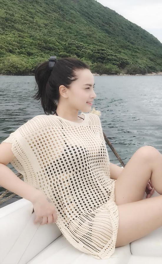 hai-bang-mac-bikini-khoe-dang-thon-gonsau-vai-thang-sinh-con-2