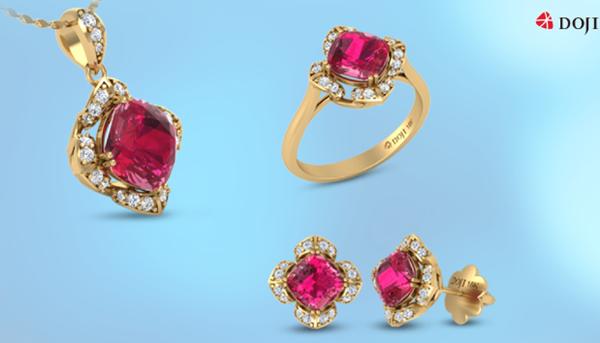 Sức hút khó cưỡng của trang sức gắn đá Ruby  loại đá của tình yêu và quyền lực luôn là nguồn cảm hứng mạnh mẽ cho thế giới thời trang vốn nhiều màu sắc. Khi kết hợp với chất liệu vàng và kim cương tự nhiên trong kiểu dáng hiện đại, sắc đỏ Ruby càng thêm quyến rũ.