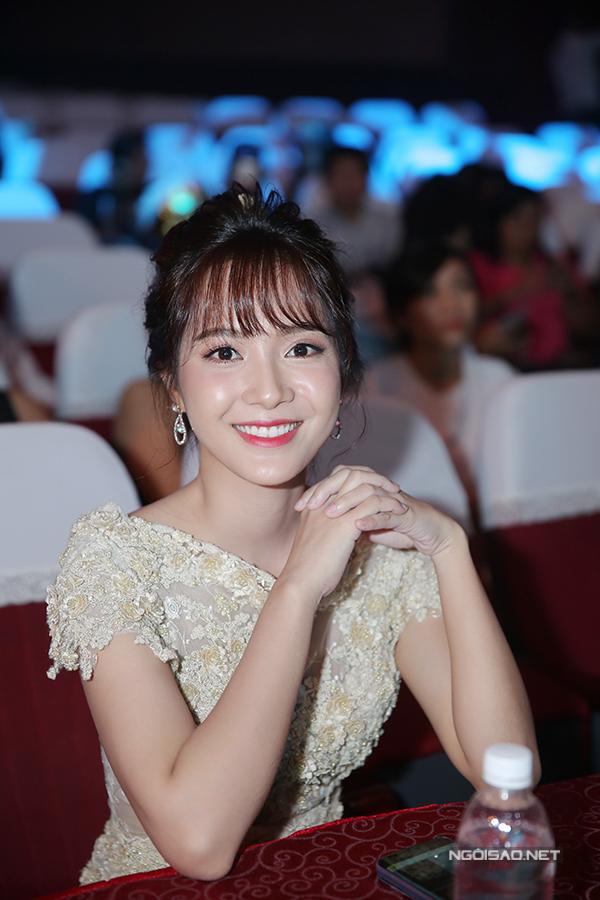 huyen-my-do-nhan-sac-voi-hari-won-trong-su-kien-6