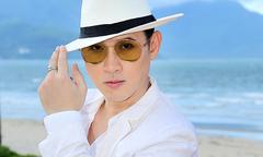 Nguyên Vũ diện 'cây' trắng trẻ trung đi chấm thi ở Đà Nẵng