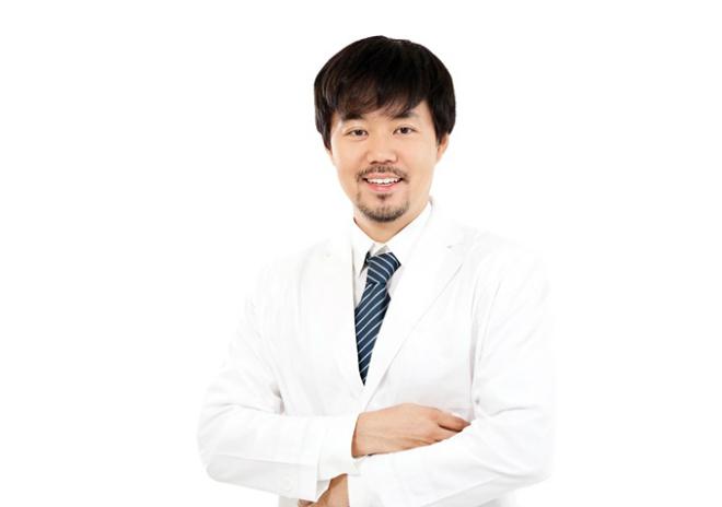 Thạc sĩ, bác sĩ Kim In Chul với hơn 20 năm kinh nghiệm trong ngành thẩm mỹ đang làm việc tại Thanh Hằng Beauty Medi