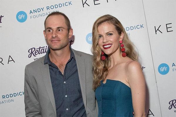 Andy Roddick bên bà xã xinh đẹp