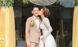 Tròn một năm đính hôn, Hải Băng khoe ảnh ngày lên xe hoa với Thành Đạt