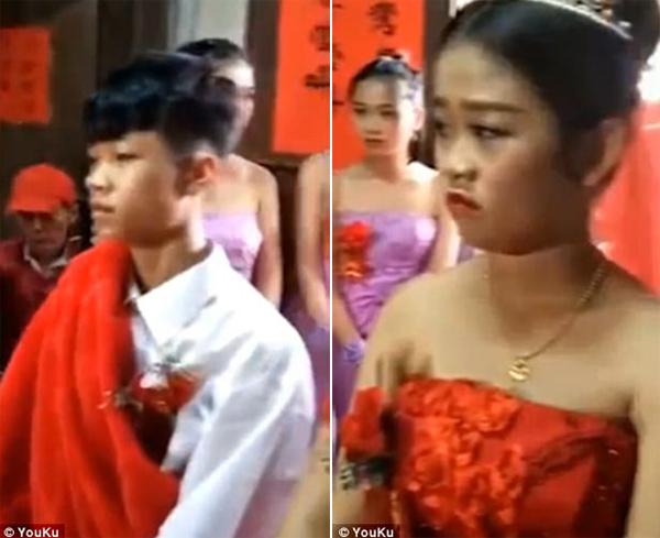 Chú rể và cô dâu nhí phụng phịu trong đám cưới.