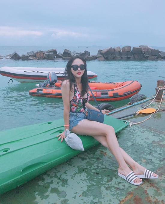 huong-giang-idol-khoe-duong-cong-hut-mat-voi-bikini-sau-2-thang-mat-tich-10