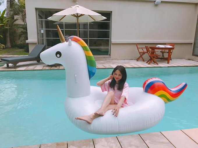 huong-giang-idol-khoe-duong-cong-hut-mat-voi-bikini-sau-2-thang-mat-tich-8