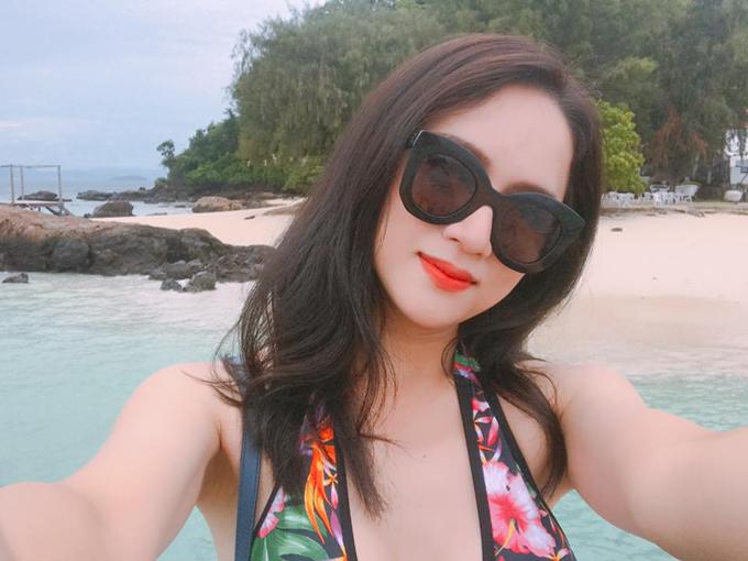 huong-giang-idol-khoe-duong-cong-hut-mat-voi-bikini-sau-2-thang-mat-tich-9