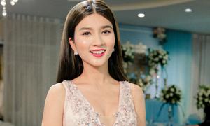 Kim Tuyến khoe dáng sexy khi diện váy cưới