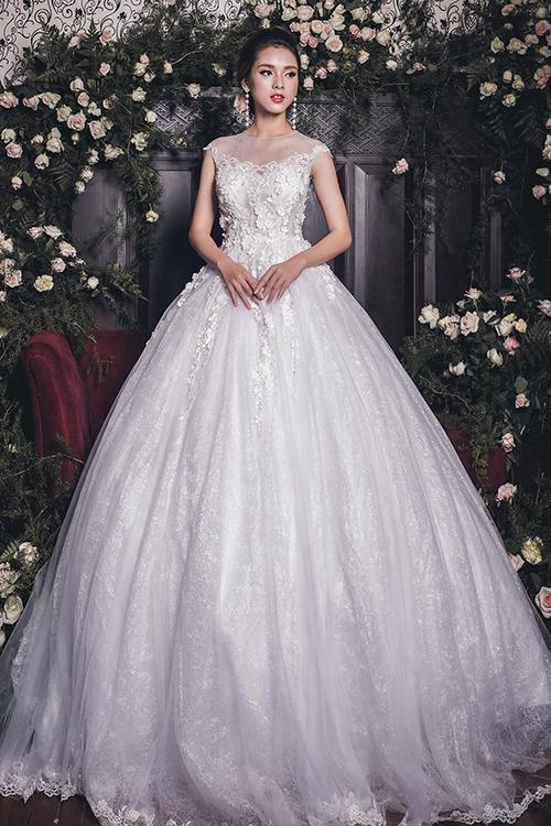 Trung thành với phong cách thời trang cưới sang trọng, nữ tính, nhà thiết kế Quyên Nguyễn mới cho ra mắt bộ sưu tập thu đông