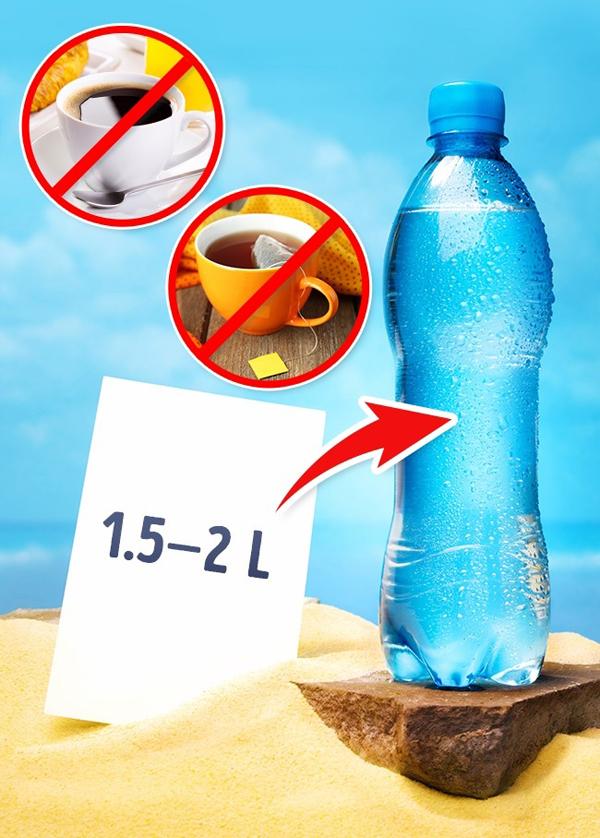 2. Uống nhiều nước lọc Luôn uống đủ 1,5 - 2 lít nước lọc mỗi ngày. Trà, cà phê và các thức uống khác không được mang lại nhiều lợi ích cho