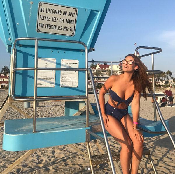 nguoi-dep-ba-con-cua-xabi-alonso-quyen-ru-voi-bikini-4