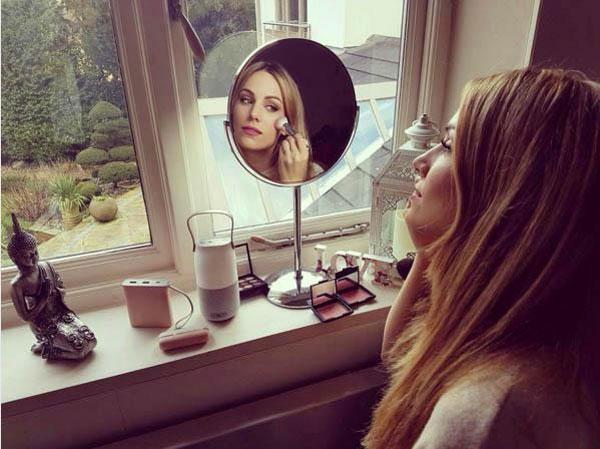 Trang Instagram của người đẹp có hơn 800.000 người theo dõi.