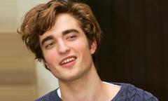 Robert Pattinson thú nhận từng đi ăn cắp tạp chí khiêu dâm để bán kiếm tiền