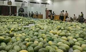 Trường đại học ở Trung Quốc mua 30 tấn dưa hấu cho sinh viên giải nhiệt
