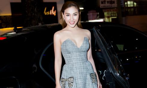 Quỳnh Thư mặc sexy, ngồi xế hộp hơn 4 tỷ đi sự kiện