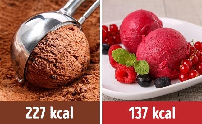 Một viên kem chocolate chứa 227 kcal trong khi kem vị hoa quả chua chỉ chứa