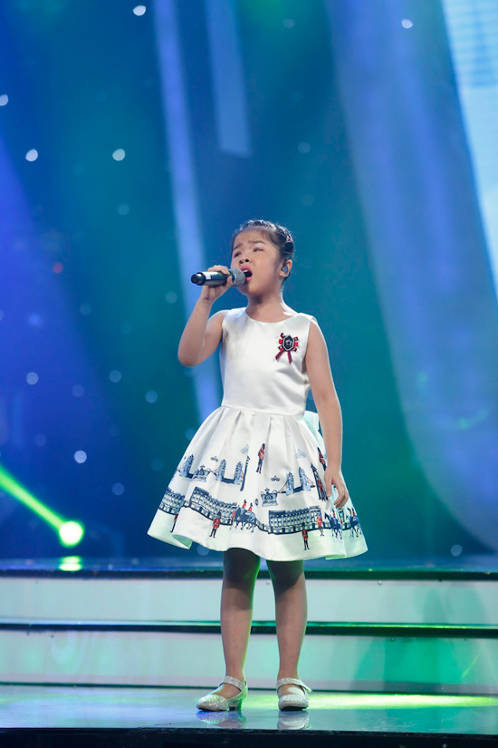 giam-khao-xuc-dong-khi-chia-tay-co-be-khiem-thi-tai-vietnam-idol-kids