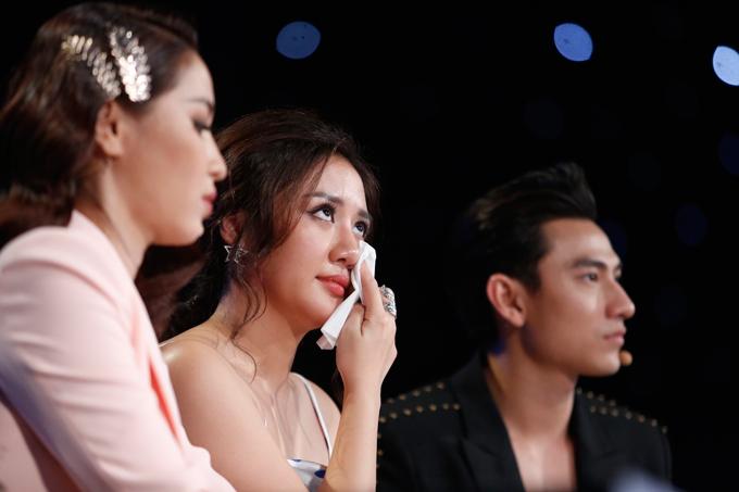 giam-khao-xuc-dong-khi-chia-tay-co-be-khiem-thi-tai-vietnam-idol-kids-3