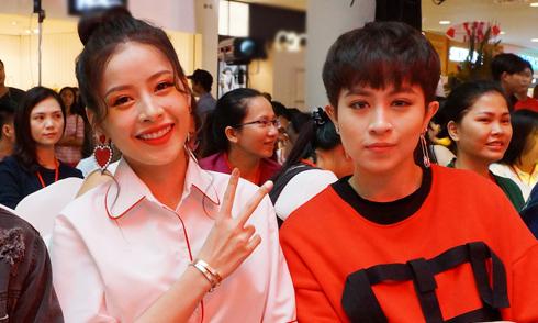 Chi Pu, Gil Lê mặc ton-sur-ton đi sự kiện