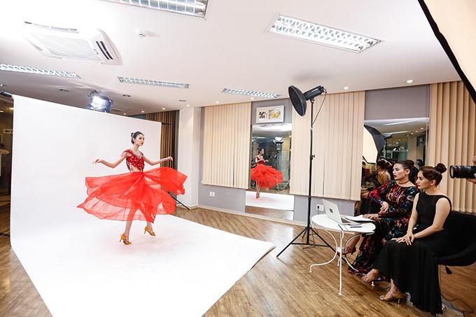 Ở thử thách lần này, 9 cô gái của chương trình đã phải tạo dáng thể hiện đúng tinh thần của điệu nhảy Paso Doble và phải xử lý được chiếc váy với chiếc tùng xòe kết hợp trên nền nhạc để có được shoot hình đẹp nhất.