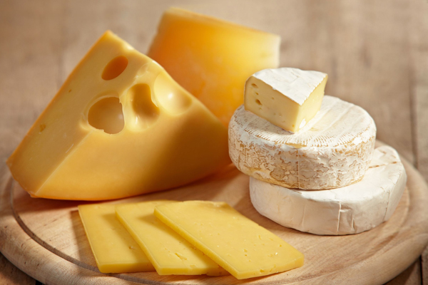Một miếng nhỏ phô mai bổ sung 69 kcal cho cơ thể, lại chứa nhiều protein, chất béo cùng canxi.