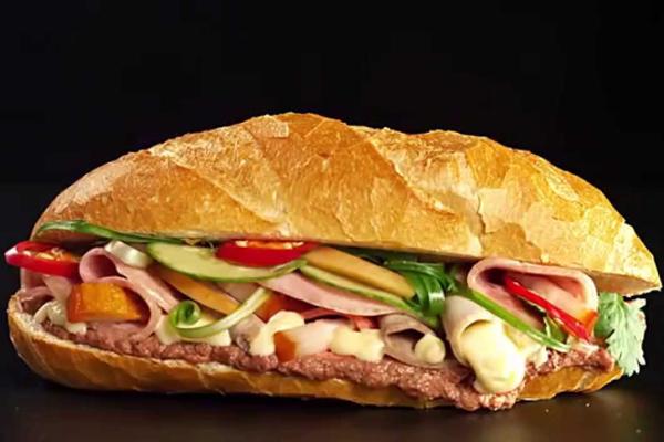 Một chiếc bánh mì thập cẩm có thể cung cấp tới 200 kcal.