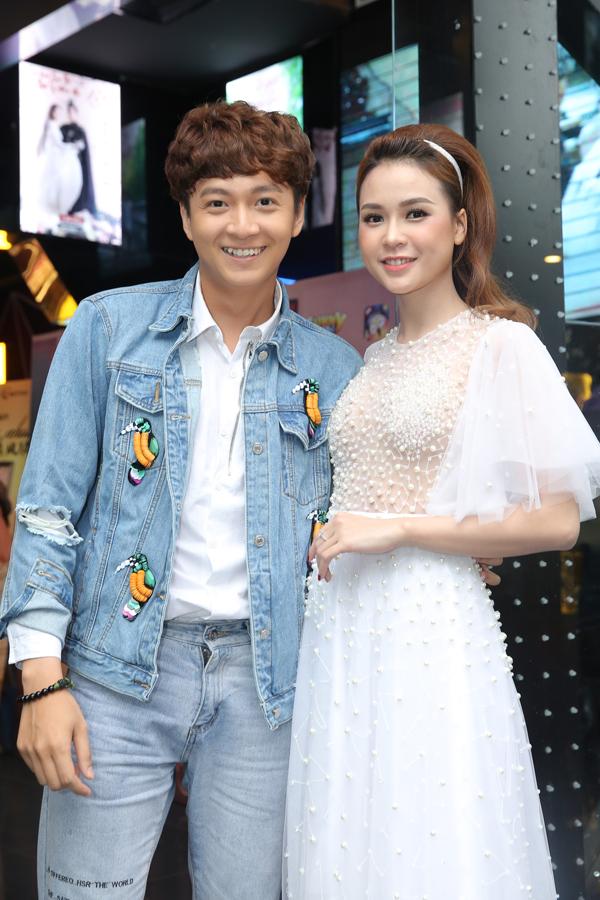 vang-nguoi-yeu-ngo-kien-huy-tinh-tu-ben-hot-girl-sam-5