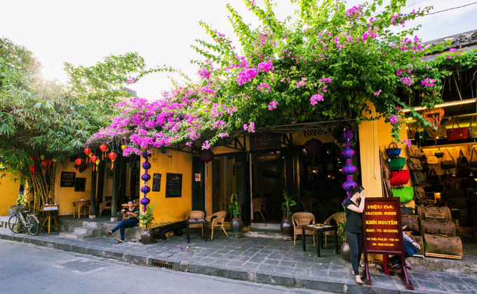 Hội An luôn là lựa chọn yêu thích của du khách cả trong và ngoài nước. Chút cổ kính, rêu phong, trầm mặc nhưng lại được đầu tư về dịch vụ khiến đô thị cổ này trở thành một trong những cái tên nổi bật nhất của du lịch Việt Nam.