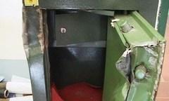 Trộm vứt két sắt chứa hàng trăm triệu đồng xuống sông