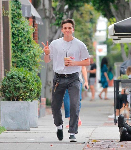 Cậu cả nhà Becks nhí nhảnh trên đường phố ở West Hollywood hôm đầu tuần