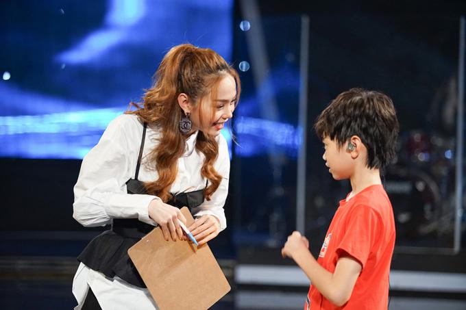 minh-hang-tan-tinh-huong-dan-top-3-idol-kids-truoc-dem-chung-ket-6