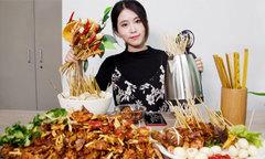 Cô gái nổi tiếng nhờ nấu nướng bằng đồ dùng văn phòng