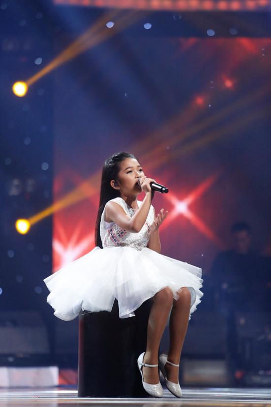 minh-hang-muon-de-lien-khi-xem-thien-khoi-trinh-dien-tai-idol-kids-9